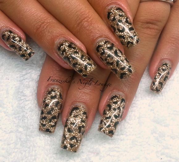 Nail Art Tutorial: Glittery Leopard Spot Nails