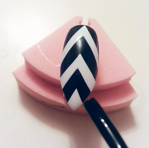 """Nail Art Tutorial: Black And White """"V"""" Stripes"""