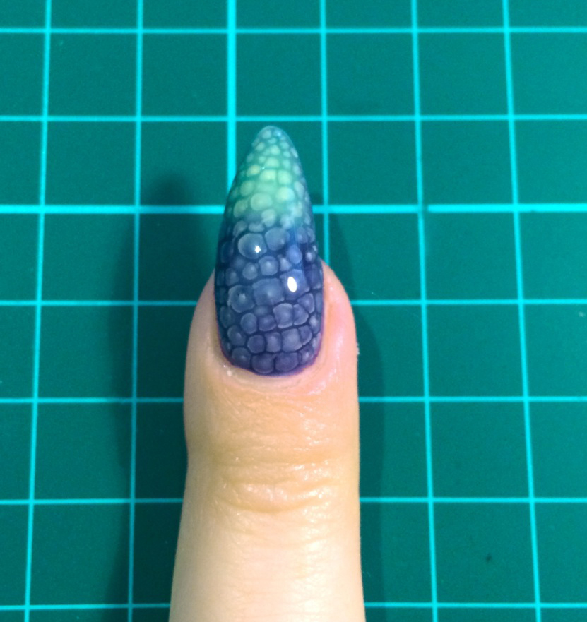 Nail Art Tutorial: Color-Changing Snakeskin