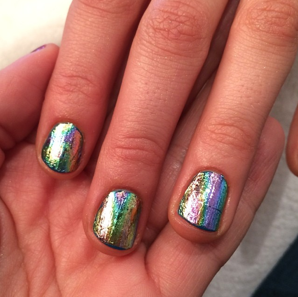 Kaley Cuoco-Sweeting's Foil Cosmo Cover Nails
