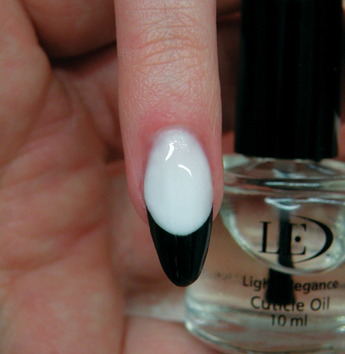 Nail Art Tutorial: Black And White French