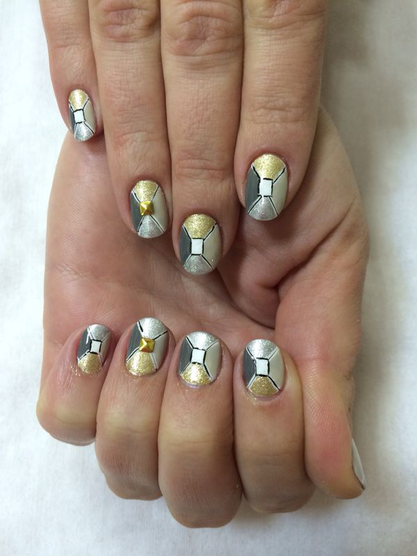 Nail Art Tutorial: X-Shaped Metallic Nails