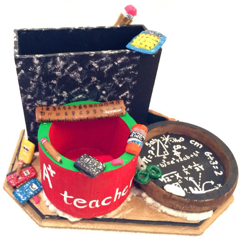 Gift Idea: Pencil Holder Made With Acrylic Powder