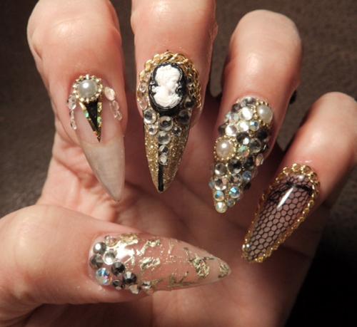 Nail Art Tutorial: Stiletto Bling Nails - Nail Art Tutorial, Nail Design, Nail Art How To, Stiletto Bling Nails