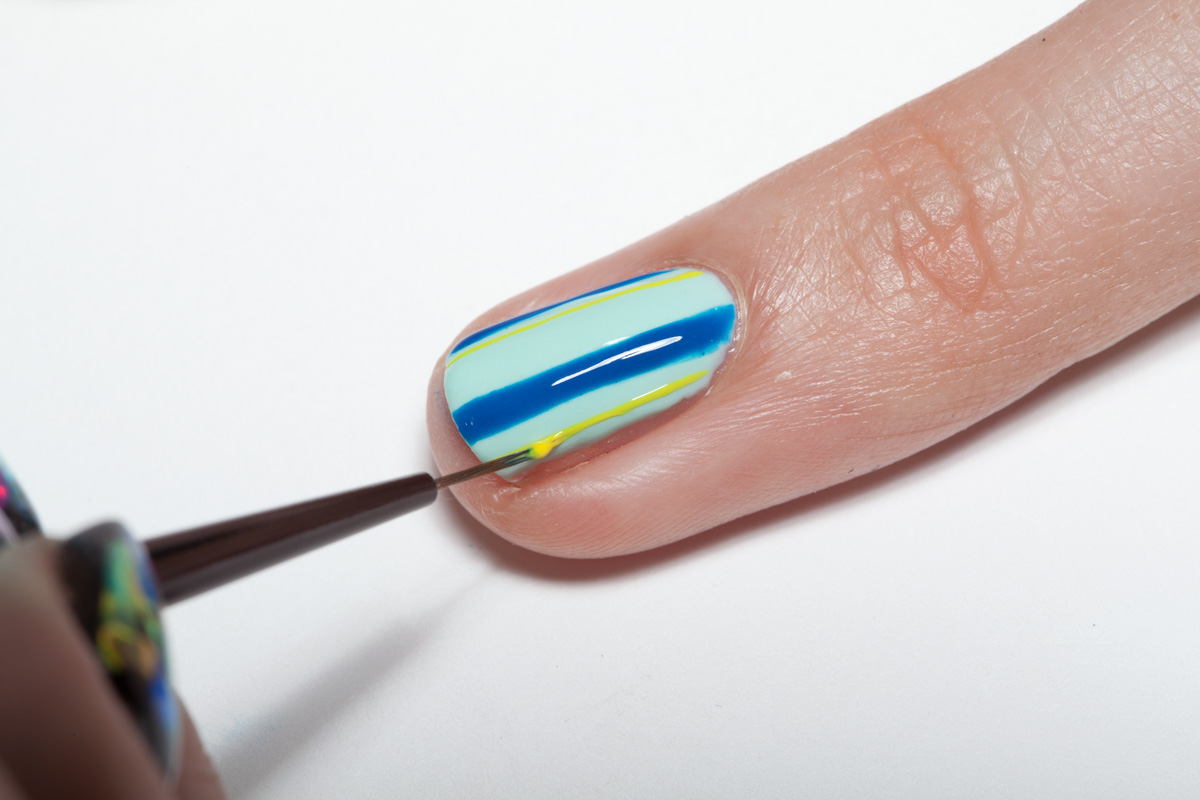 Nail Art Tutorial: Spring Plaid Gel Nail