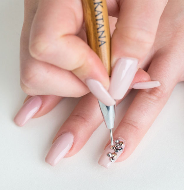 How to apply swarovski crystals nail pro carefully pick up each crystal with a wax stick or tweezers how to apply solutioingenieria Image collections