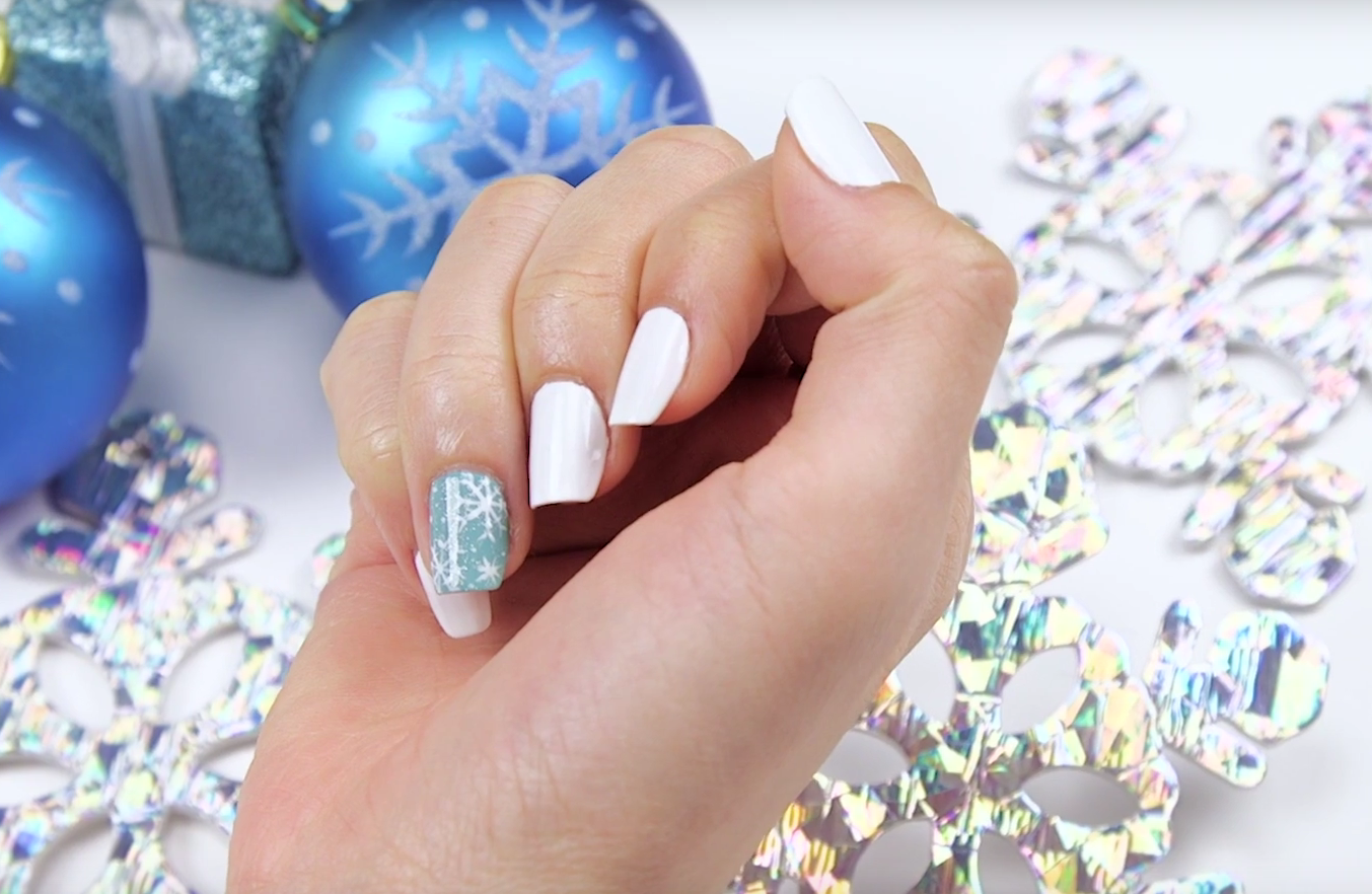Nail Art Tutorial: IBD Advanced Wear Easy Snowflake