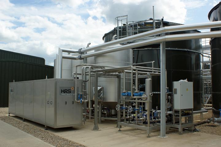 Muntons usa el Sistema de Pasteurizado de Lodos de Lotes de 3 Tanques con Recuperación de Energía de HRS Heat Exchangers para convertir 88,000 toneladas de desperdicios de malta líquida al año en un biofertilizante para sus cultivadores de cebada. Foto cortesía de HRS Heat Exchangers.